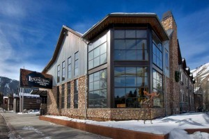 The Lexington at JH - 1 Block to Town Square! :: Located 1 ½ blocks of the historic Town Square, offers a complimentary HOT breakfast, airport shuttle, ski shuttle, snappy fast WiFi, and an indoor pool & hot tub!