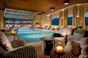 Lodge at Jackson Hole :: The very best of Jackson Hole luxury! Discover an oasis after a day of adventure with lavish amenities - spa, lounge, indoor heated pool, gourmet breakfast, & much more!