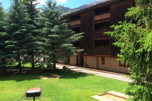 Hostel JH: Jackson's Only Slopeside Budget Inn