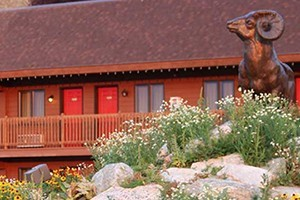 Flat Creek Inn - overlooking the Nat'l Elk Refuge :: The perfect getaway for affordable lodging in Jackson Hole, & the closest hotel to Grand Teton National Park & National Elk Refuge! See our seasonal specials & packages.